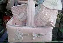 CESTAS Y CANASTILLA / Cestas para la habitación del bebé que se pueden preparar para regalo con los artículos que se elijan.