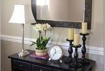 hnědý nábytek do haly