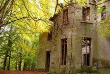 Abandoned Architecture / by Lisa Goswick