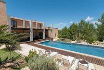 Villas vacaciones Mallorca / Villas de vacaciones con piscina, jardín, amplias zonas verdes.