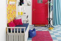Eteinen / Toimivia ja hyväntuulisia eteisiä. Functional and cheerful hallways.