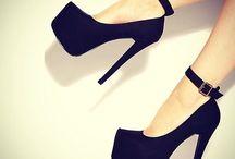 Sapatos / by Deborah Reis
