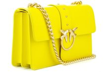 """Pinko bags - new in / The iconic bag from Pinko is crafted from fine, plain calfskin. The golden metal plate on the front is adorned with two swallows that meet in the medaillon as a symbol of """"True Love"""". In combination with the golden metal shoulder strap, it adds a glamorous and stylish note to the accessory."""