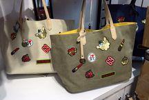Tassen / Onze tassen hebben een leuke en frisse look en zijn betaalbare en kleine kostbaarheden. Verkrijgbaar in onze winkel te Maasmechelen - Heristraat 236.