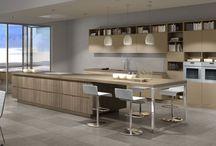 Cocinas modernas / Las tendencias en diseño y estilo de las nuevas cocinas modernas tienden hacia unas características adaptadas a lo que solicita y necesita el usuario. Se han terminado esas cocinas con poca adaptabilidad a los espacios y donde primaba el diseño por encima de la usabilidad.