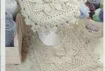 Tapetes, tapetinhos e jogos de banheiro / Trabalhos em crochê e outros manuais / by Silvia Helena