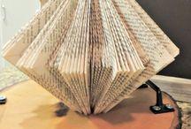 pöytäkoristeita vanhoista kirjoista