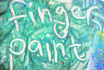 Arts and Crafts / Lucrul manual este și el o componentă principală în lecțiile de limba engleză Helen Doron. Latura creativă a copiilor este dezvoltată și ne distrăm de minune creând obiecte noi și amuzante cu mânuțele noastre.