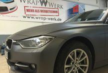 Wrap-Werk.de / Alles rund um Folientechnik. Car Wrapping, folierte Fahrzeuge, Beschriftungen und mehr. Schulungen für Autofolierung & Scheibentönung.  by wrapwerk-akademie.de