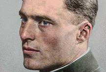 WW2 - BIO - CLAUS SCHENK GRAF von STAUFFENBERG / Claus Philipp Maria Schenk Graf von Stauffenberg(ur.15 listopada1907wJettingenwBawarii, zm.21 lipca1944wBerlinie) – oficer niemiecki (pułkownik), szef sztabu armii rezerwowej. Należał do grupy spiskowców, którzy zaplanowali i zrealizowali nieudanyzamachna życieHitlera20 lipca1944w kwaterze führera (zwanejWilczym Szańcem) kołoKętrzynanaMazurach.