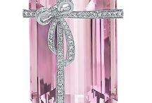 Tiffany, Pandora /  Joalherias reconhecidas e famosas-representadas pelo mundo todo.