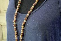 Sautoirs en Perles / Sautoirs en Perles naturelles et pompon en cuir