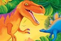 Dinosaurus fødselsdag tema / Alt til din dinosaurus fest. Vi har bestik, paptallerkner, krus, servietter, duge, og dekorationer.