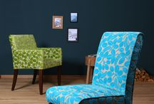 Blue Wall Chalet des Fleurs-Collection / Nice chairs and easychairs in colorful fabrics. Charmate Stühle und Sessel in frechen Stoffen.