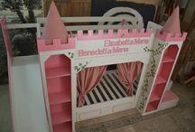 Letto il castello delle principesse / Un meraviglioso letto a castello a forma di castello delle principesse con un fantastico scivolo per divertirsi. Nato dalla collaborazione tra non ditelo all'archietto e restyling mobili