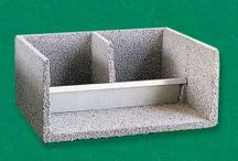 Accessories for aviaries and cages / Various accessories for cages and aviaries: feeders, drinkers, nests, grids, etc. ..
