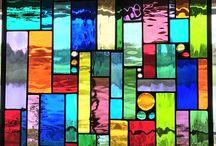 πολύχρωμα παράθυρα