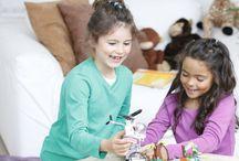 """Produkttest: LEGO Friends Bau- und Spielesets / Wir testen gemeinsam vier Wochen lang die LEGO Friends Bau- und Spielesets """"Rettung auf der Dschungelbrücke"""" und """"Wohnwagen-Ausflug""""."""