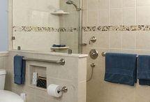 Baño con pared y mampara
