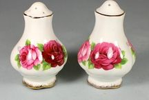 ROYAL ALBERT OLD ENGLISH ROSE SALT & PEPPER SET