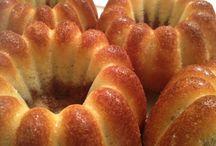 Bábovky / Chceme vrátit bábovky zpět, k vašim kávám. We are trying to put bundt cake back to your coffees.