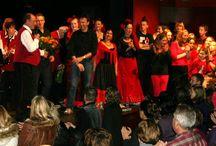 Een theatrale jubileum voorstelling van muziekvereniging Cornelis Galensloot / Een theatrale jubileum voorstelling van muziekvereniging Cornelis Galensloot in samenwerking met de KOM, waaraan meewerkten: 2 dansgroepen, een kinderkoor en een toneelgroep van de KOM.