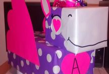 Crafts: Valentines Day / Valentine's Day craft ideas for kids. Includes Valentines day boxes, fun treat decor, daycare treat accessories and more.