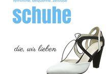 Schöne und elegante Schuhe von Kleidamore / Große Auswahl an Schuhen, die alle Frauen, in ihren Schuh-Schrank haben wollen. Riemchenpumps, Slingpumps, Sneakers oder Stiefeletten. Hier finden Sie die Schuhe, die genau zu jedem Outfit passen.