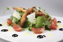 Ensaladas - Salads / Ensaladas con tomate, nueces, pollo, lechuga, berros, canónigos y muchas cosas más. Salads