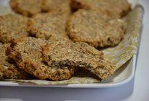 malé - zdravé pečené / zdravé dobroty - ovesné flapjacky, musli tyčinky, různé sušenky atd...