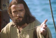 Jézus élete / Kedves VIII. osztály. Ebben a táblában Jézus életével és történetével kapcsolatos információkat találhattok. A táblában szereplő adatok segítségével kövesd nyomon Jézus életét, majd írj egy esszét Jézus önéletrajza címmel.