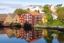 trondheimkajakk.no / Trondheimkajakk is welcoming you to take an amazing trip by kayak down the Nidelven river in Trondheim. You will experience Trondheim from a unique perspective. We arrange tours for families, friends and companies and more. You may chose between day trips and night trips.