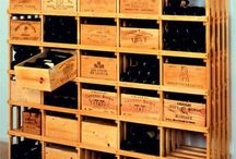 estantes con cajas de vino o champan