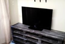Pallet and crate in the living room