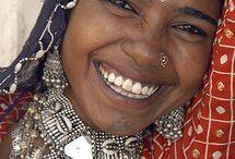Heminredning med inspiration från Radjastan / INDIRA/ made in Jaipurär en nylanserad verksamhet  från 2016.Vi importerar blocktryckta textilier, för heminredning från små fabriker i Jaipur i norra Indien där allt arbete görs för hand.Besök gärna www.indiramadeinjaipur.com