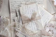 Handskrivna brev, vackra papper med text och bilder