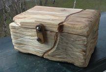 Handy cut wood chest. Ručně broušené dřevěné truhličky