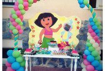 Cumpleaños Iraia / Para el cumple de Iraia le hicimos una mesa de dulces con un pequeño photocall, los niños se lo pasaron genial poniendo su carita en este!!