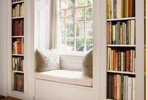 Boekenkast om raam