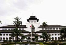 Wisata di Indonesia / Indonesia adalah negeri yang kaya akan tempat-tempat menarik untuk dikunjungi, salah satunya ialah berikut ini.