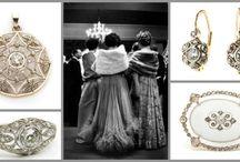 Święta i Nowy Rok z DESA BIŻUTERIA / Przedstawiamy Państwu zestawy biżuterii, która będą zarówno przepięknym prezentem dla ukochanej osoby pod choinkę, ale także idealnym dodatkiem do sylwestrowych kreacji, nie tylko dla Pań. W naszej ofercie znajdują się również wyselekcjonowane okazy biżuterii męskiej, która doda Panom szyku i elegancji.