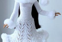 Oděvy na panenky pletené, háčkované, šité