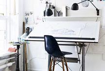 kontor / Krav til kontorplads.- plads til ringmapper - sorteringssystem til post og bonner - plads til printer -meget lys