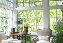 Serres / Wil je een stukje extra comfort aan je huis? Binnen heerlijk van de zon genieten als het toch een beetje te koud is om buiten te zitten? Profiteren van veel meer licht in huis? Een serre is het antwoord!