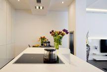 Interior Concept / HANÁK, to už dávno nejsou jen kuchyně! Náš nábytek je součástí mnoha domovů. Pomáhá vytvářet jejich atmosféru, styl a funkci. Vyrobíme jakýkoliv kus nábytku, i ten atypický na míru. Mluvíme o takzvaném HANÁK INTERIOR CONCEPTu. Ať už řešíte kuchyni, interiérové dveře, nábytek do obýváku či ložnice anebo si chcete pořídit otevřenou šatnu. Stejně tak od nás můžete mít nábytek do pracovny, dětského pokoje nebo třeba koupelny. Cokoliv si budete přát.