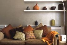 Livingroom warm earthy / Feng Shui - Adding warmth and coziness in the Yang related living areas of the house by adding warm hues and delicate materials