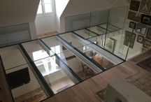 Sol en Verre / Glass Floor / . fixation : en latérale, sur la hauteur de la dalle (béton, ou support acier, poutre bois…) . structure : tube en inox ou en acier laqué (sections variables selon la taille du projet) . verre : trempé, triple stratification 10+10+10mm