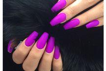 Nehty fialové