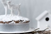 Christmas Dress Cake / Brizzolari Dress Cake is an excellent product for cake design experts. But not only: the new 'low' version is also perfect for decorating simple home-baked cakes such as pies or fruitcakes. Dress Cake can also be used to decorate semifreddos and ice-cream cakes, since it has been thoroughly tested at low temperatures.