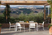 Arredo giardino / Complementi arredo per il giardino o il terrazzo. Sedie, tavoli, poltrone e divani per il tuo relax, insieme ai tuoi amici o, perchè no, per un romantico tête-à-tête.